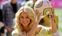 """Mondiali 2014: Shakira sfida l'inno ufficiale con """"La la la (Dare you)"""""""