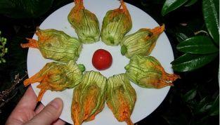 Fiori di zucca ripieni al forno, prelibati e gustosi