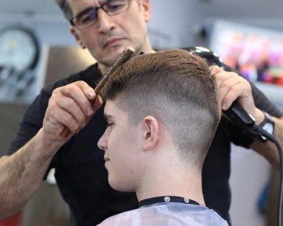 Capelli rasati che barba