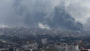 Gaza, 100 morti in un giorno. E' allarme umanitario