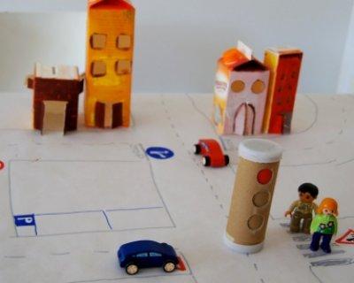 Un lavoretto per spiegare ai bambini i segnali stradali
