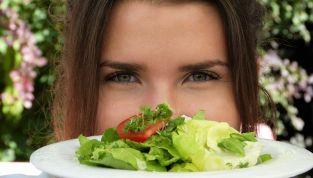 5 trucchi per smettere di mangiare quando si è sazi