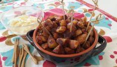 Patatas bravas spagnole con salsa aioli
