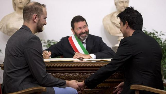 Marino trascrive 16 matrimoni gay celebrati all'estero. Scoppia la polemica