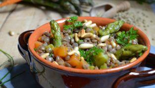 Insalata di lenticchie e asparagi