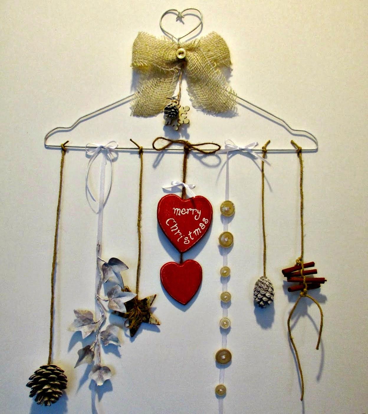 Ghirlanda natalizia realizzata con una gruccia di ferro - Lavori per la casa fai da te ...