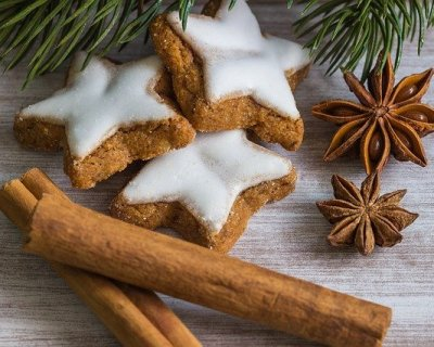 Decorazioni di natale con cannella - Decori natalizi per finestre fai da te ...