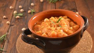 Ricetta della pasta e ceci, una zuppa rustica invernale