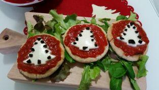 Crostini natalizi di pizza per bambini